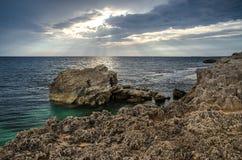 沿海岩石,是Aruttas,撒丁岛 图库摄影