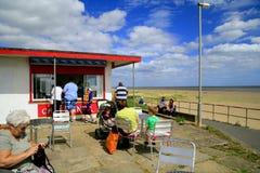 沿海岸区咖啡馆 免版税库存照片