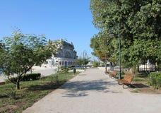 沿海岸区的公园在赌博娱乐场附近 图库摄影