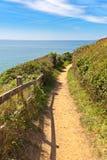 沿海岸线的路径在carteret,诺曼底 免版税库存图片