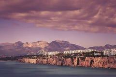 沿海峭壁在安塔利亚镇 库存照片