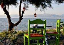 沿海希腊小酒馆 图库摄影