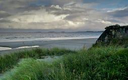 沿海挪威含沙主街上视图 库存照片
