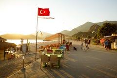 沿海滩散步在Oludeniz,土耳其 图库摄影