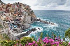 沿海联合国科教文组织村庄Manarola在五乡地国家公园,意大利 免版税库存图片