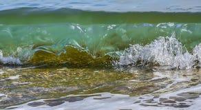 沿海透明海/海浪 免版税图库摄影