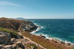沿海道路整洁的Lumio在可西嘉岛 库存图片