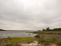 沿海风景海阴云密布和倒空 免版税库存图片