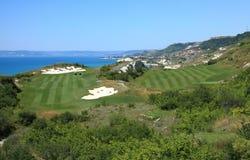沿海高尔夫球场 免版税库存图片