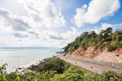 沿海滩的弯曲道路 图库摄影