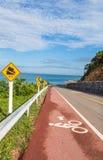 沿海滩的自行车道路 库存图片