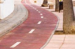 沿海滩的自行车道路 免版税库存图片