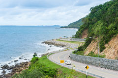 沿海滨的路, Chantaburi省,泰国 免版税库存图片