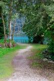 沿湖的风景道路在夏天 beauvoir 库存图片
