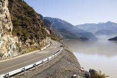 沿湖ranwu路西藏 免版税库存照片