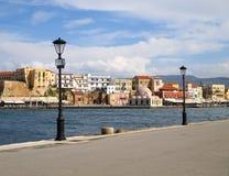 沿爱琴海的散步,干尼亚州老威尼斯式港口在克利特海岛上的 免版税图库摄影