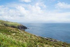 沿狂放的大西洋方式旅游路线的岩石峭壁在爱尔兰西部 库存照片