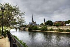 沿盛大河,剑桥,安大略,加拿大的场面 免版税库存照片
