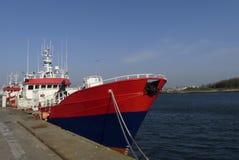 沿着码头的渔船在洛里昂,布里坦尼,法国钓鱼海港  库存照片