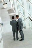 沿着走台阶的商人 免版税库存照片