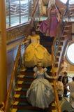 沿着走楼梯的公主 免版税库存图片