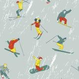 沿着走的样式小山滑雪者和挡雪板。 免版税库存图片