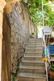 沿石墙的台阶在老布德瓦,黑山 免版税库存照片