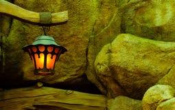 沿石头的一盏灯 库存照片