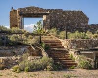 沿老路线66亚利桑那的老Delapidated石头大厦 免版税库存照片
