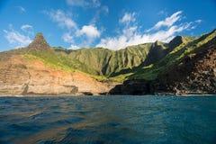 从沿考艾岛岸的日落巡航采取的Na梵语海岸线 免版税库存图片