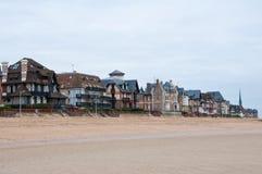 沿英吉利海峡的乌尔加特建筑学在诺曼底,法国 免版税库存照片