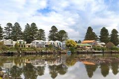 沿莫因河的美丽的现代房子V的口岸神仙的 库存图片