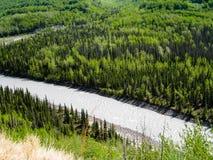 沿葛伦高速公路的Matanuska河 图库摄影