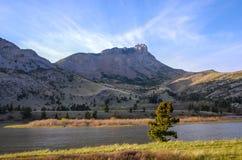 沿蒙大拿的东部前面的锋利的山峰 免版税库存照片