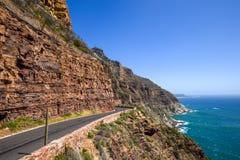 沿街叫卖者` s在开普敦附近的峰顶驱动开普敦半岛-西开普省的,南非 库存图片