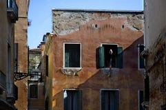 沿街道威尼斯 免版税库存图片