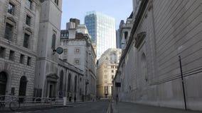 沿街道的古老和现代大厦 股票录像
