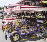 沿街道的Trishaw停车处 免版税库存图片