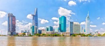 沿西贡河的摩天大楼 免版税图库摄影