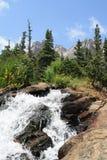 沿足迹洛矶山国家公园2的小河 库存图片
