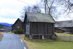 沿路旁的客舱在沃斯,挪威 免版税库存图片