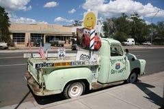 沿路线66的典型的汽车在亚利桑那,美国 库存图片