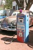 沿路线66的典型的汽车在亚利桑那,美国 库存照片