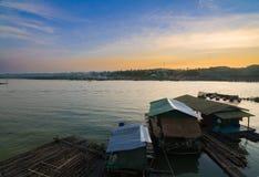 沿运河的房子早晨 库存图片