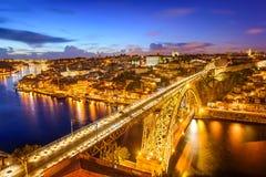 沿都市风景douro波尔图河地平线 库存图片