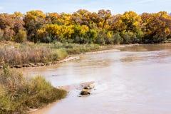 沿里奥格兰德的秋天颜色在亚伯科基 库存图片