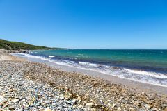沿雪松脖子圣所,马萨葡萄园岛,麻省的海滩 免版税库存照片