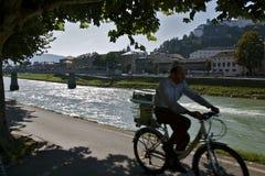 沿骑自行车的salzach 免版税图库摄影