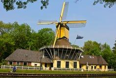 沿Amersterdam运河的自行车 免版税库存照片