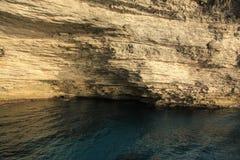 沿Bonifacio海岸,南可西嘉岛,法国的Sdragonato海洋洞 免版税库存图片